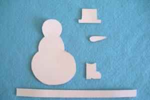 Игрушка на ёлку своими руками. Снеговик из фетра (3)