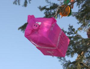 Большие новогодние игрушки на уличную елку (38)