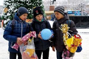 Большие новогодние игрушки на уличную елку (60)