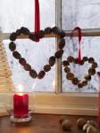 Декорации окон. Новогодние игрушки на окна (14)