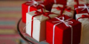 Идеи упаковки подарков. Как красиво подарить игрушку (14)