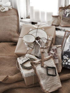 Идеи упаковки подарков. Как красиво подарить игрушку (24)