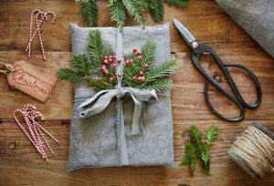 Идеи упаковки подарков. Как красиво подарить игрушку (3)