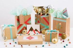 Идеи упаковки подарков. Как красиво подарить игрушку (32)