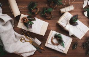 Идеи упаковки подарков. Как красиво подарить игрушку (33)