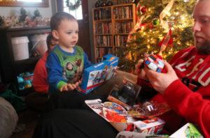 Идеи упаковки подарков. Как красиво подарить игрушку (43)