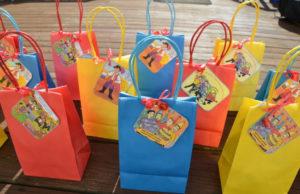 Идеи упаковки подарков. Как красиво подарить игрушку (45)