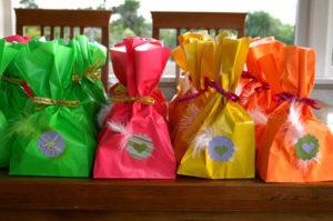 Идеи упаковки подарков. Как красиво подарить игрушку (46)