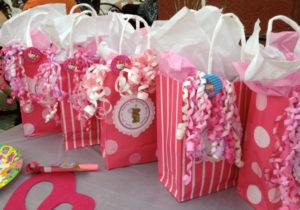 Идеи упаковки подарков. Как красиво подарить игрушку (49)