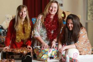 Идеи упаковки подарков. Как красиво подарить игрушку (56)