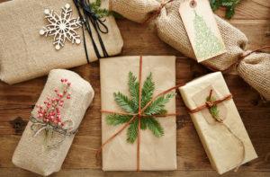 Идеи упаковки подарков. Как красиво подарить игрушку (59)