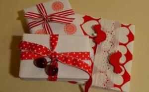 Идеи упаковки подарков. Как красиво подарить игрушку (8)