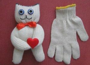 Игрушки из перчаток своими руками. Как сшить котёнка (7)
