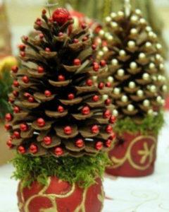 Игрушки на елку своими руками 2016. Что сделать из шишек на Новый год (33)
