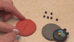 Лепка игрушек из пластилина. Как сделать божью коровку своими руками (10)