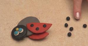 Лепка игрушек из пластилина. Как сделать божью коровку своими руками (16)