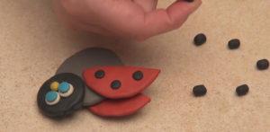 Лепка игрушек из пластилина. Как сделать божью коровку своими руками (17)