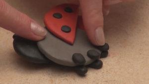 Лепка игрушек из пластилина. Как сделать божью коровку своими руками (19)