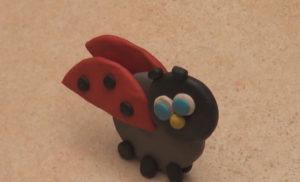 Лепка игрушек из пластилина. Как сделать божью коровку своими руками (20)