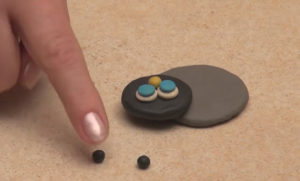 Лепка игрушек из пластилина. Как сделать божью коровку своими руками (3)