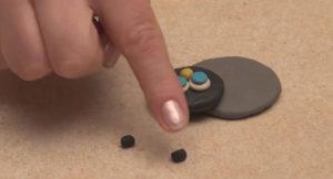 Лепка игрушек из пластилина. Как сделать божью коровку своими руками (4)