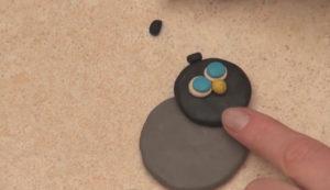 Лепка игрушек из пластилина. Как сделать божью коровку своими руками (5)
