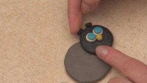 Лепка игрушек из пластилина. Как сделать божью коровку своими руками (6)