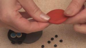 Лепка игрушек из пластилина. Как сделать божью коровку своими руками (8)
