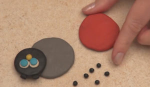 Лепка игрушек из пластилина. Как сделать божью коровку своими руками (9)