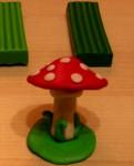 Лепка игрушек из пластилина. Мухомор своими руками (12)
