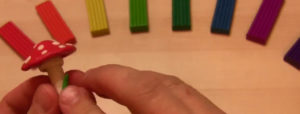 Лепка игрушек из пластилина. Мухомор своими руками (3)