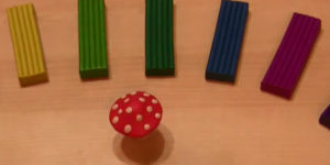 Лепка игрушек из пластилина. Мухомор своими руками (36)