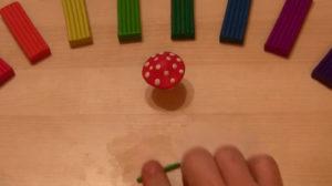 Лепка игрушек из пластилина. Мухомор своими руками (37)