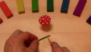Лепка игрушек из пластилина. Мухомор своими руками (38)