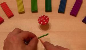 Лепка игрушек из пластилина. Мухомор своими руками (39)