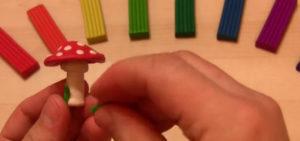 Лепка игрушек из пластилина. Мухомор своими руками (4)