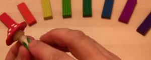 Лепка игрушек из пластилина. Мухомор своими руками (5)