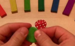 Лепка игрушек из пластилина. Мухомор своими руками (8)