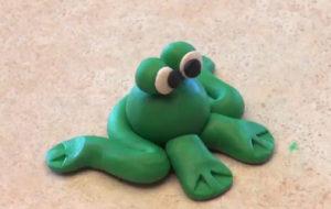 Лепка игрушек из пластилина. Сделать лягушку своими руками (16)