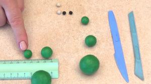 Лепка игрушек из пластилина. Сделать лягушку своими руками (24)