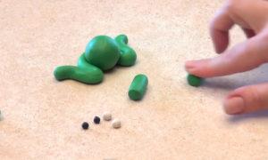 Лепка игрушек из пластилина. Сделать лягушку своими руками (6)