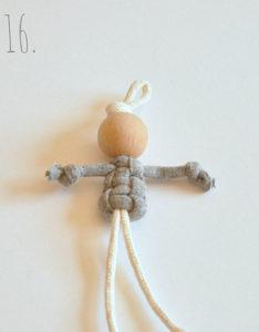 Маленькие куколки для девочек. Плетение из веревки своими руками (17)