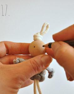 Маленькие куколки для девочек. Плетение из веревки своими руками (18)