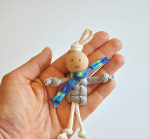 Маленькие куколки для девочек. Плетение из веревки своими руками (21)