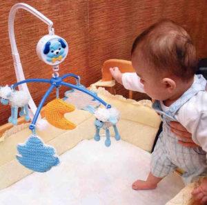 Мобиль для кроватки своими руками. Игрушки для детей от 0 до 1 года (4)