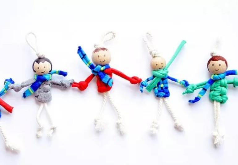 Как легко и быстро сделать маленьких человечков из верёвки вместе с детьми...