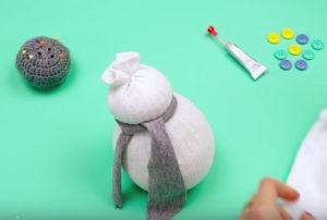 Игрушка снеговик из носка (10)