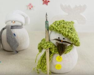 Игрушка снеговик из носка (22)