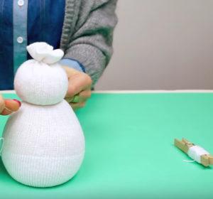 Игрушка снеговик из носка (3)