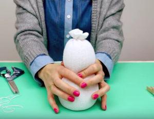 Игрушка снеговик из носка (44)